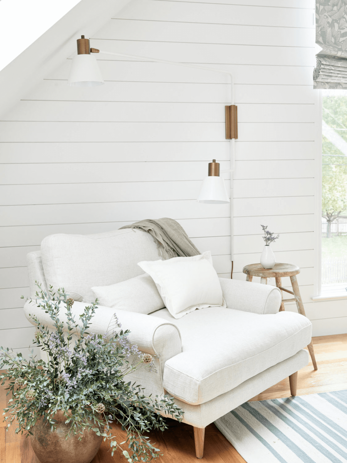 this is a farmhouse bedroom with cozy aesthetics, perfect for farmhouse interiors(1)