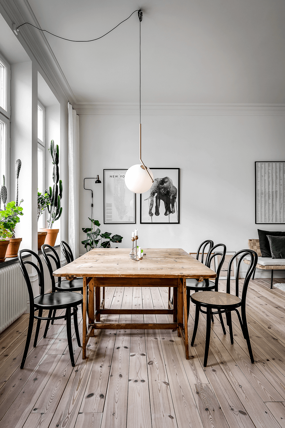 this is one of the characteristics of Scandinavian interiors, reclaimed wood style with wooden floors and wooden table(1)
