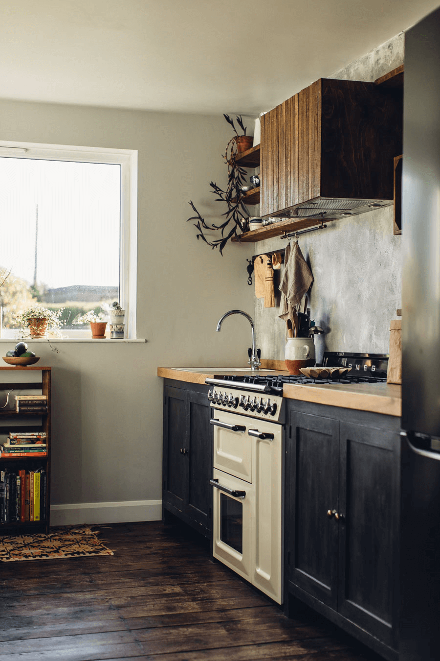 this shows an example of industrial accents in a kitchen and with a Scandinavian twist(1)
