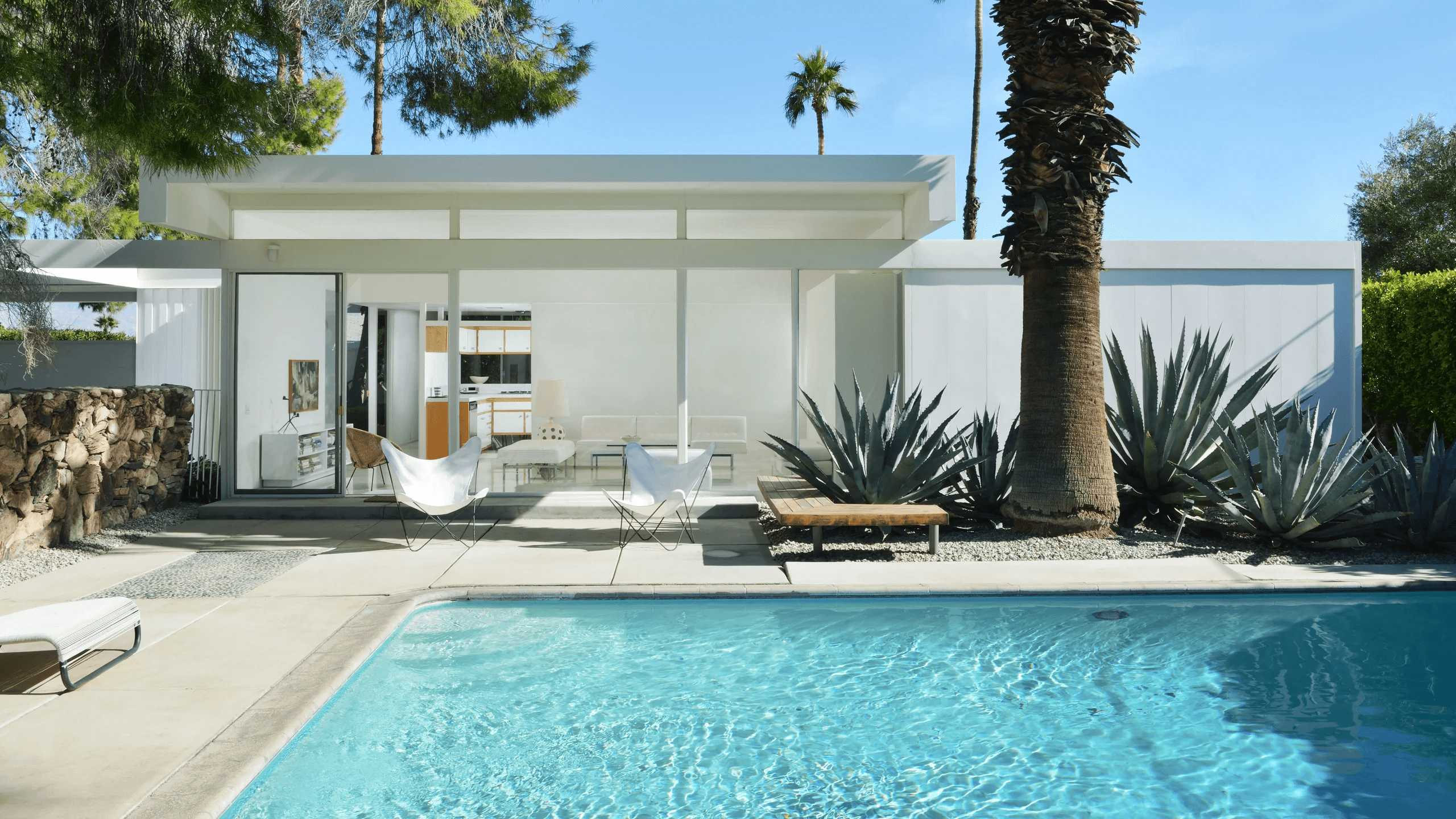 this-is-a-Retro-Modernism-Steel-Houses-Designed-by-Donald-Wexler-in-1961-in-collaboration-with-U.S.-Steel-in-Palm-Springs