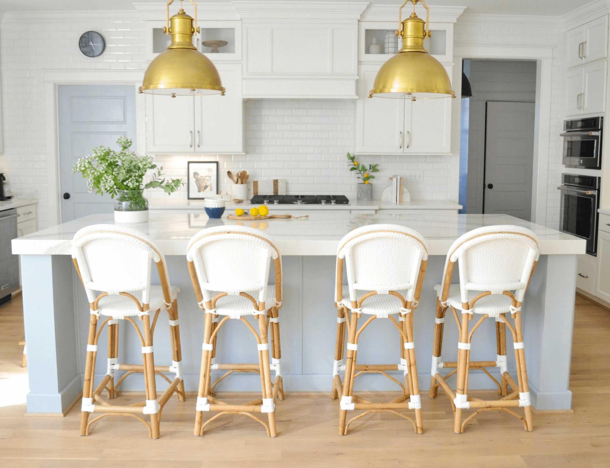 this-is-a-coastal-farmhouse-kitchen-with-marble-kitchen-island
