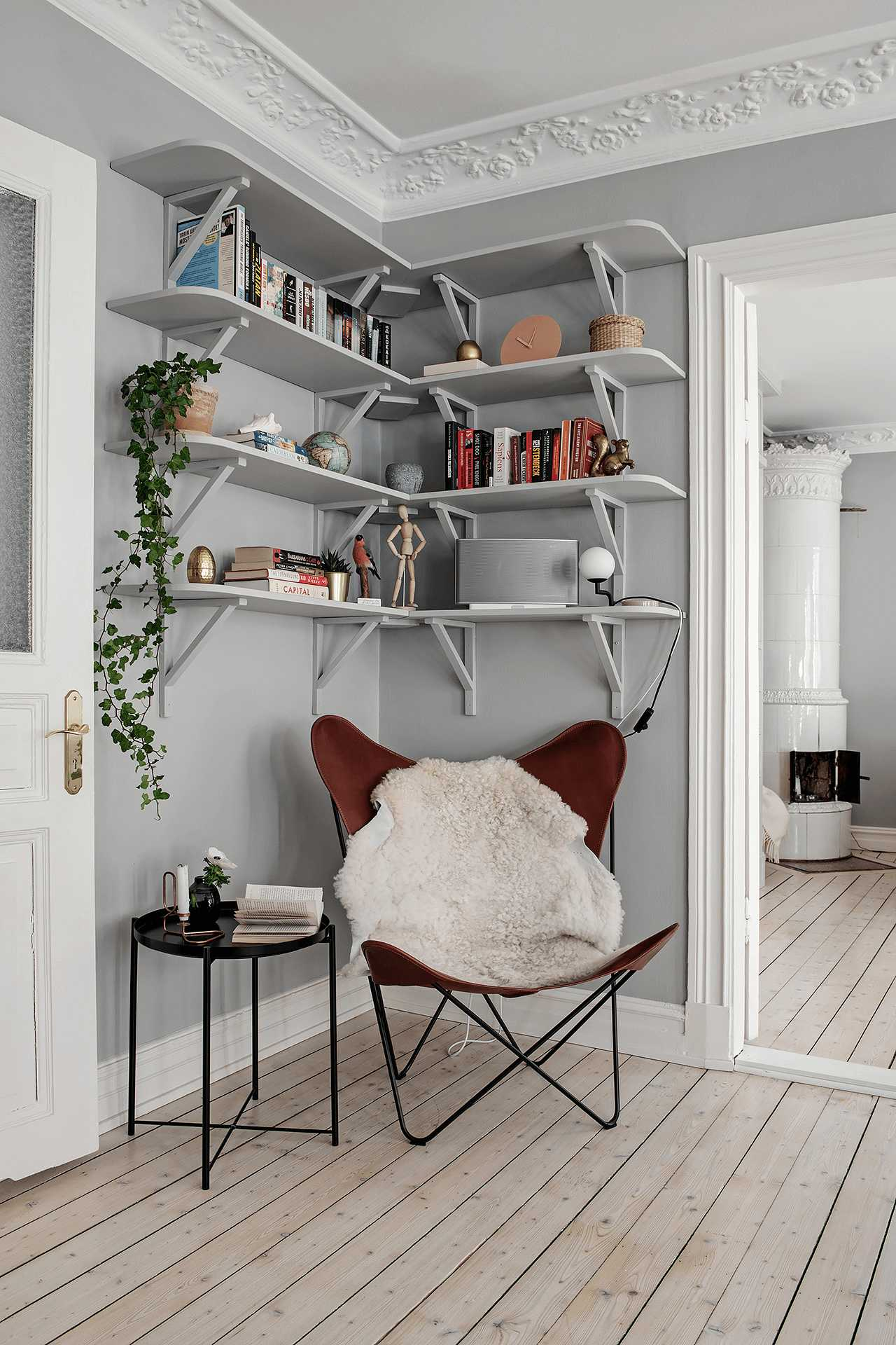 this-is-a-minimal-bookshelf-with-books-and-wooden-ornament-in-a-scandinavian-styled-living-room-