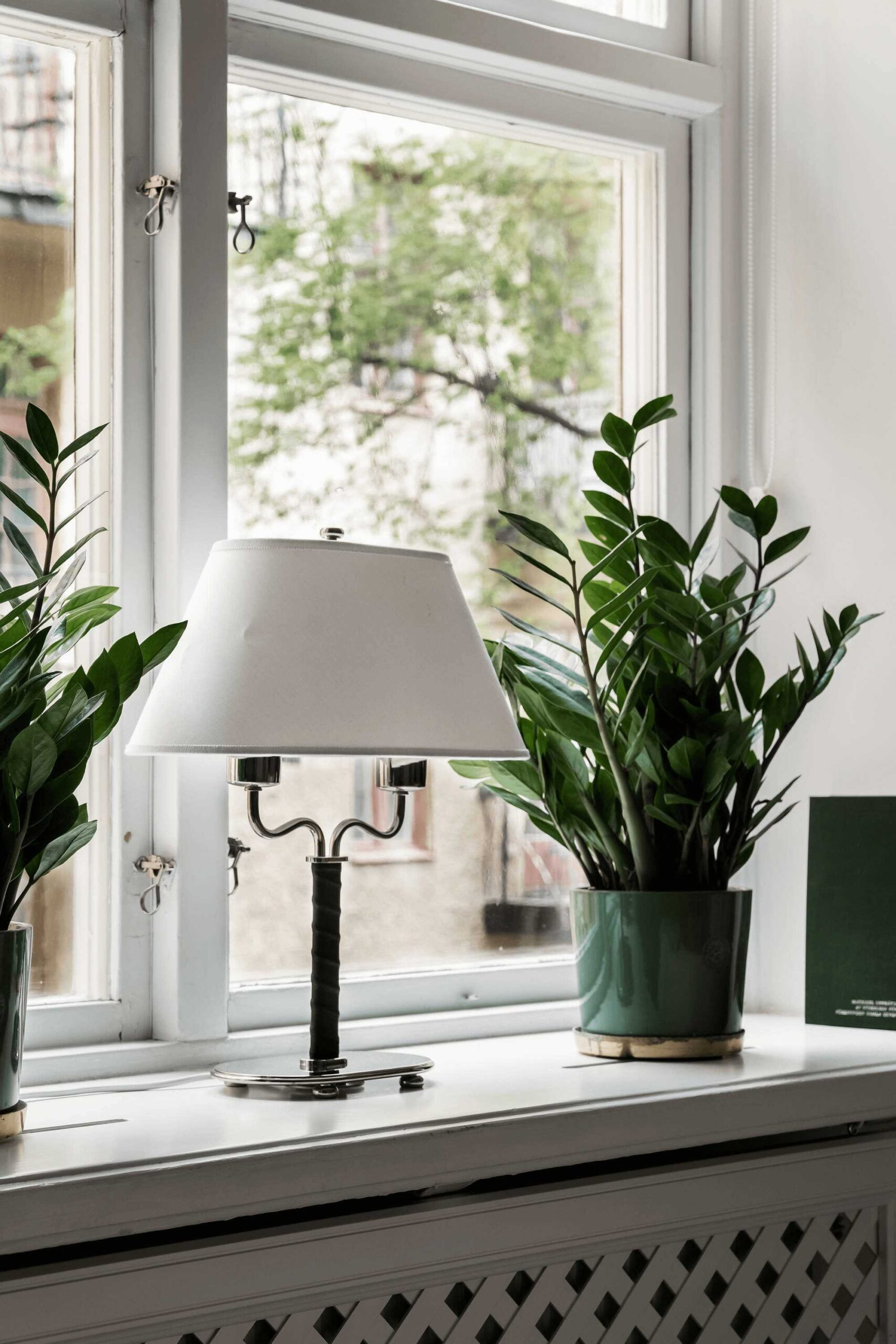 this-is-art-inspired-Scandinavian-style-apartment-with-a-iconic-scandinavian-stlye-lamp