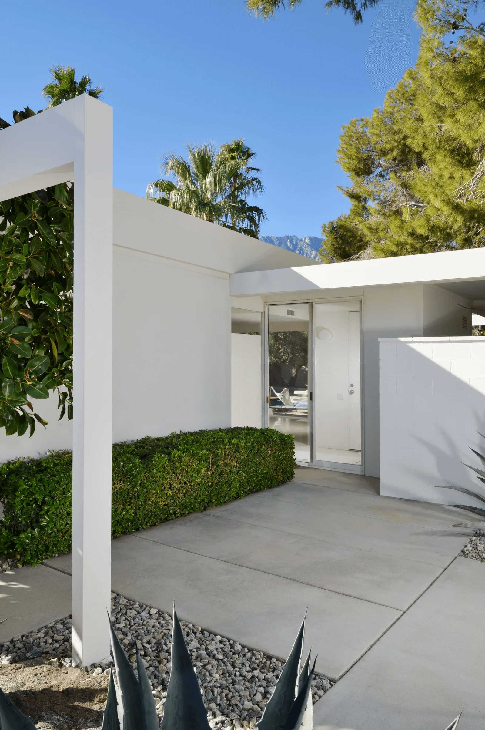 this-is-this-is-a-Retro-Modernism-Steel-House-and-a-view-from-outside-showing-the-sliding-glass-doors-and-view-of-the-swimming-pool