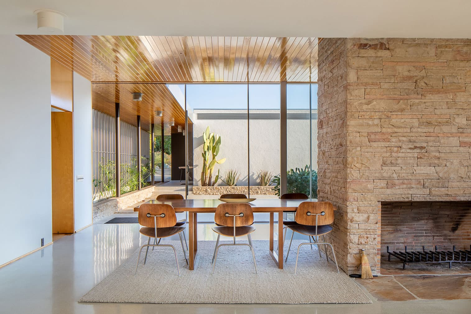 this is the dining room of richard netra kaufmann desert house in palm springs