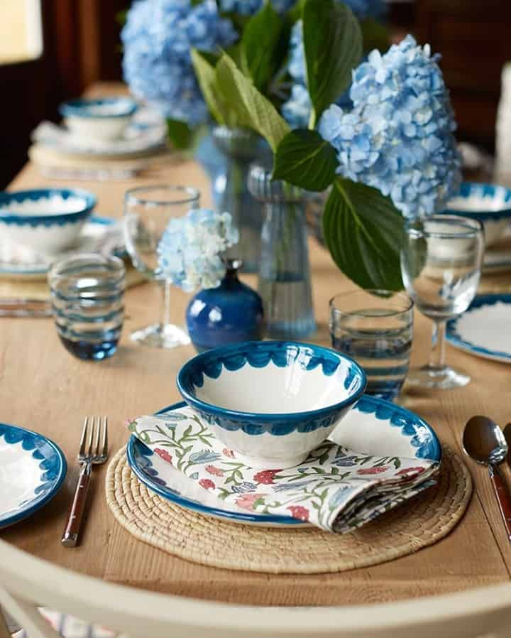 this is a tablescape inspired by blue colours by Birde Fortescue