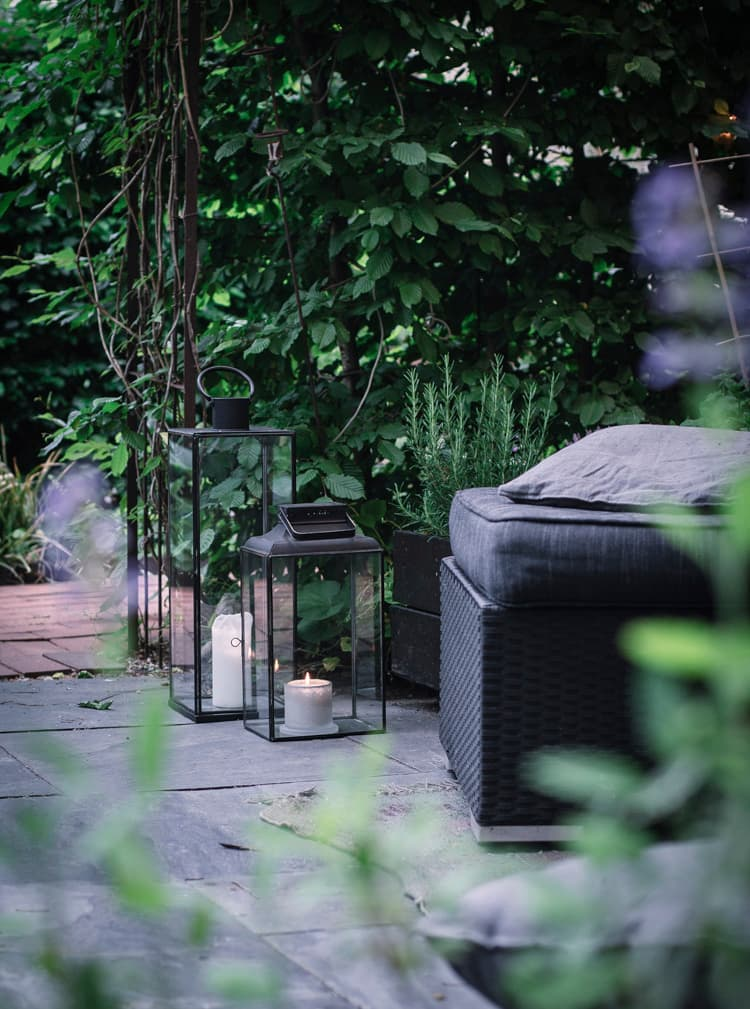 these are lantern garden lights