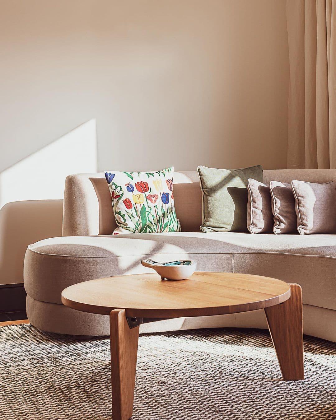 curvy dusty pink curved sofa by charles zana