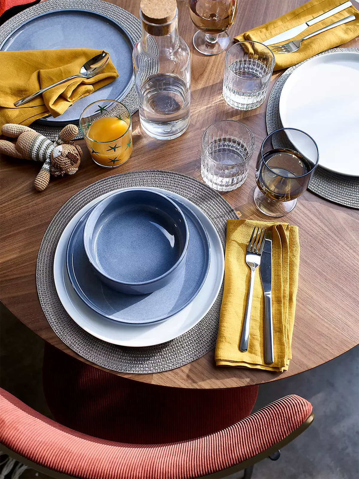 this is a dinnerset by john lewis anyday collection