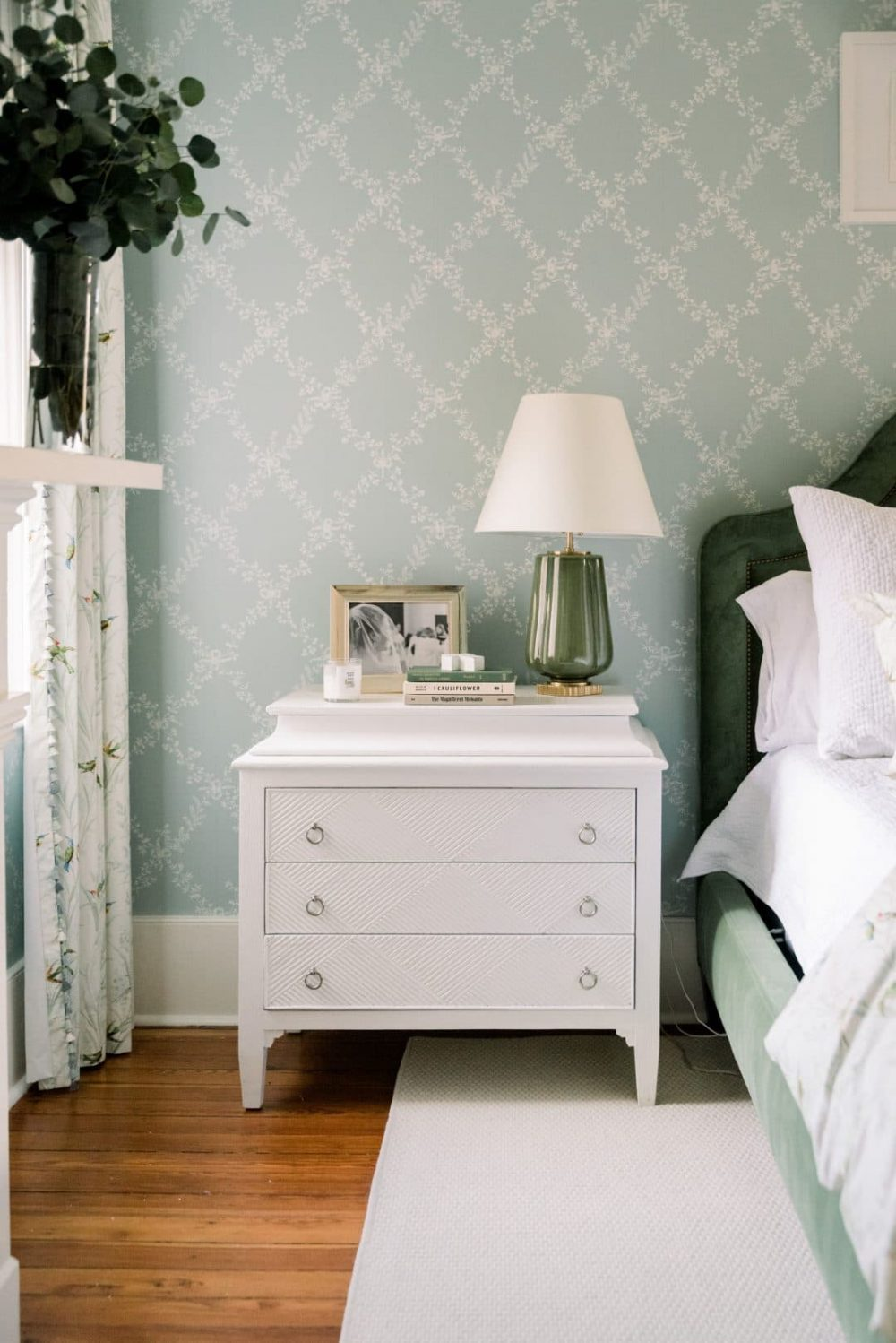 Vintage wallpaper: Every Shabby Chic inspired home needs it